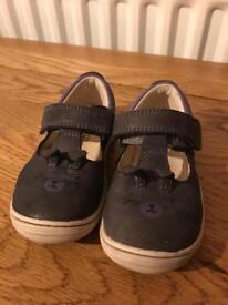 Clarks infant shoes 5.5f