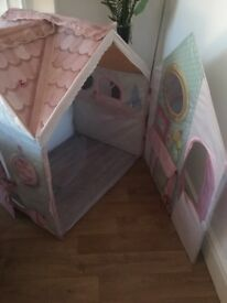 Rose petal play house (big) in New like condition