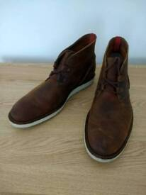 Clarks men's casual leather boot as new size 9