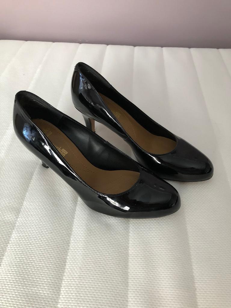 Clarke's black patent heeled shoes size 6