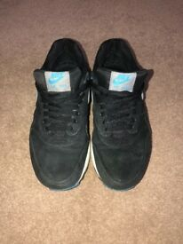 Nike trainers, size 7 uk in good condition!