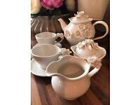 Lovely vintage tea set for sale