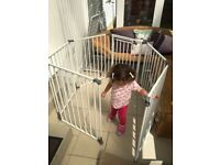 Large baby gate / play pen (excellent condition)