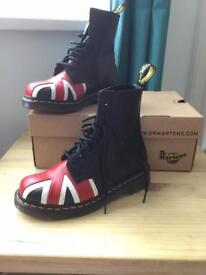 Black smooth leather Dc Martens with Union Jack detail size 4