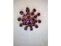 LADIES VINTAGE GOLD PLATED SNOW FLAKE BROOCH, INLAID WITH HAND CUT STONES