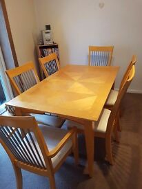 Light Beech wood Diningroom table with 6 chairs