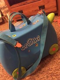 Kids blue trunkie hand luggage