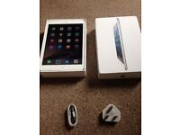 Apple Ipad mini 1st gen Wifi + Cellular accepts sim boxed with cable...small crack on frame