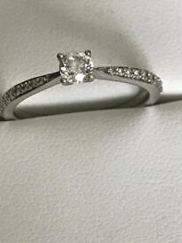 Sparkly diamond solitaire engagement ring 0.43 Carat tcw valued £ 1,122 white gold