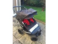 Mountain buggy duet in excellent comes with extras