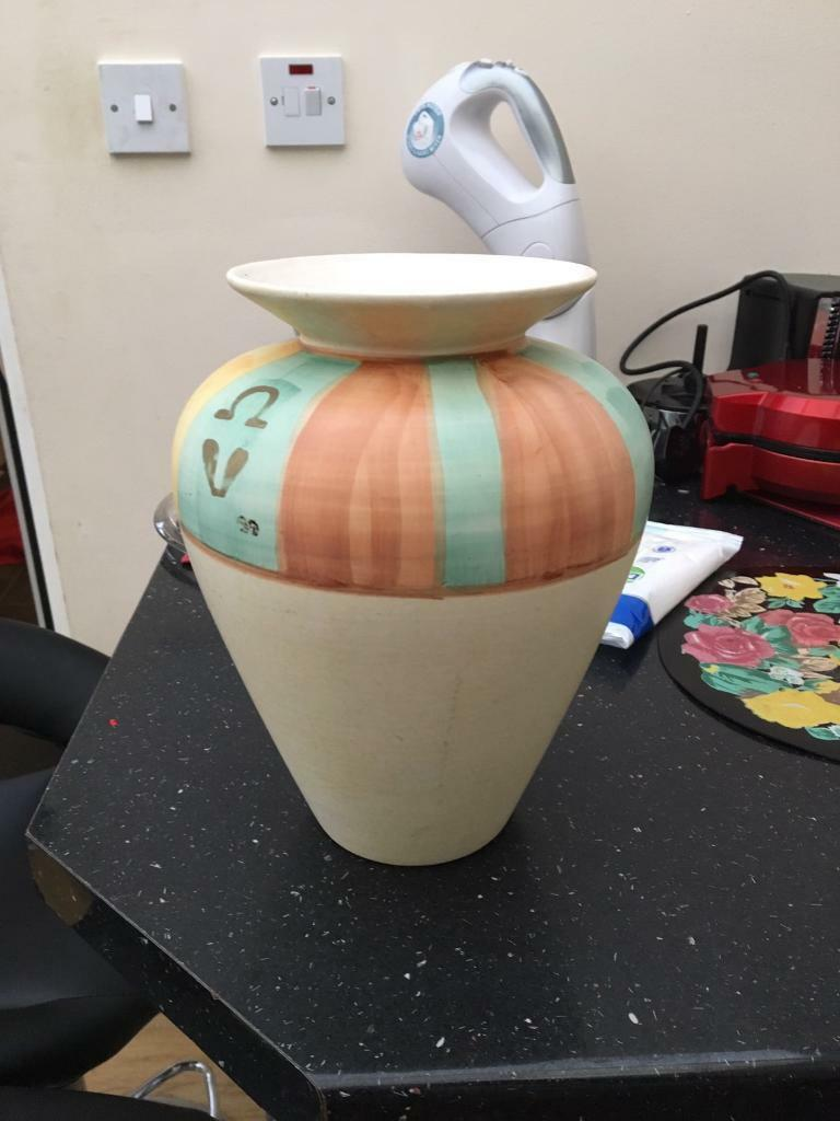 Excellent condition flower pot/vase