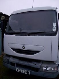 RENAULT 7.5 TON ON AIR CHASSIS CAB