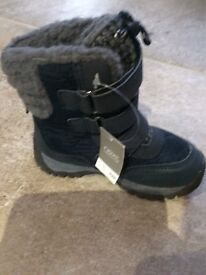 BRAND NEW boys winter boots size 7