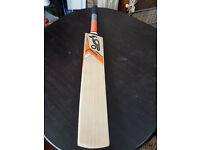 Grade 1 English Willow Cricket Bat With KOOKABURRA KAHUNA PRO Sti
