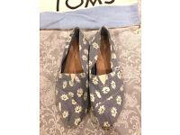 Womens Size 5 Toms Pale Blue Classic Daisy Denim Flats