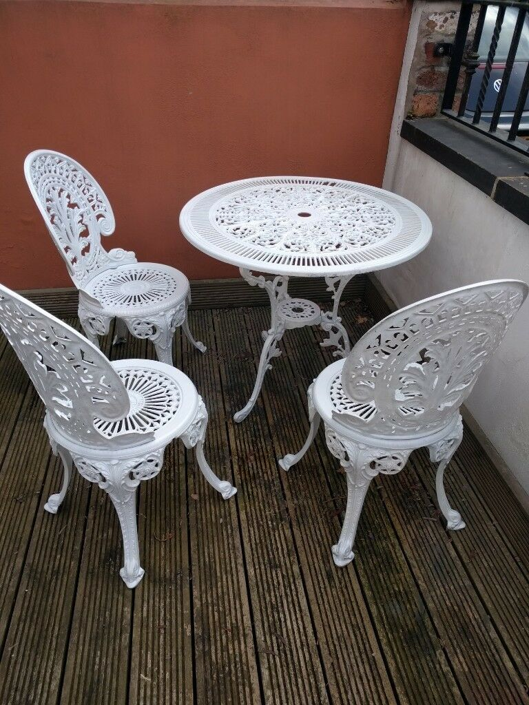 White metal vintage cottage style garden furniture table and 3 chairs leeds