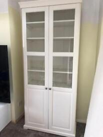 Stunning white display unit 5 months old as new