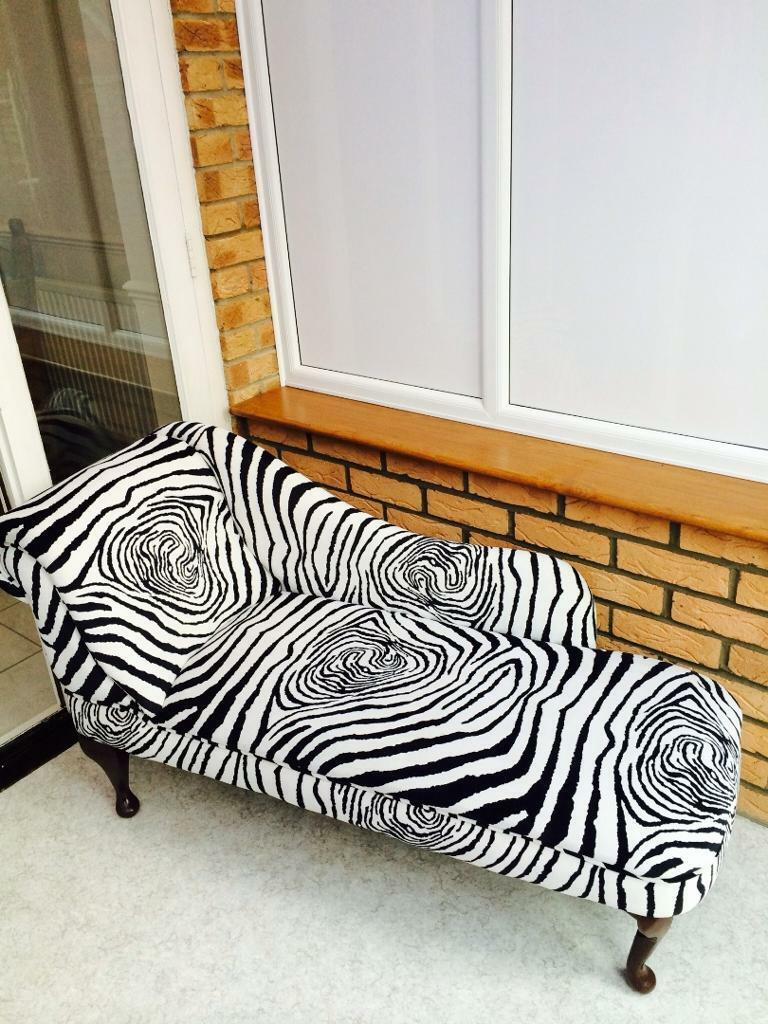 Chaise longue in zebra print united kingdom gumtree for Animal print chaise longue