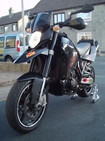 KTM 950 SM LC8 with loads of top quality extras