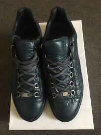 Balenciagas low tops size uk 11