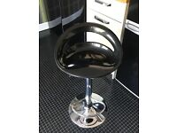Black gloss kitchen bar stool in excellent condition. £15.