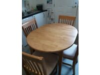 Epanding dining table and 4 chairs