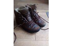 MEINDL Hiking Outdoor Mountain Trekking Boots Leather Walking Men and Women Narrow Foot