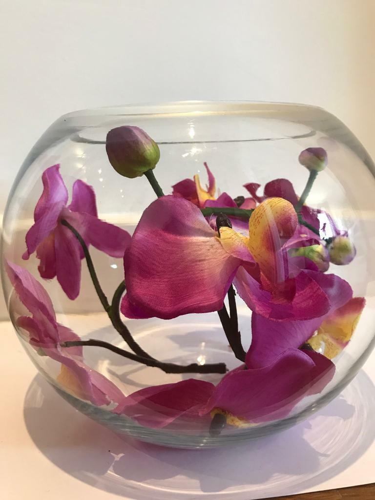 Luxury silk orchid arrangement in a goldfish bowlin Southampton, HampshireGumtree - Luxury silk orchid arrangement in a goldfish bowl, multiple available in variety of colours, pink,purple, whiteCan be shipped anywhere in UK £4.95 for shipping or local collection