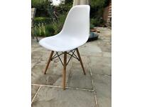 4 dinjng chairs £60 for the set.