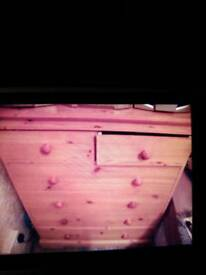 5 drawer on wheels 2 half drawers at top new cond