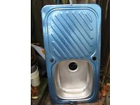 NEW STAINLESS STEEL RIGHT/LEFT HANDED SINK WITH DRAINING BOARD 19 INCHES X 36.5 INCHES NEED FITTINGS