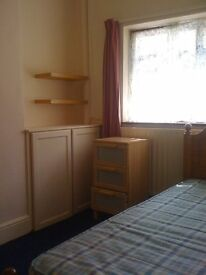 2 excellent single rooms available – all bills and free wifi included!