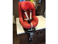 Maxi Cosi Pebble Car Seat (Red) + ISOFIX Base