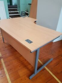 Lovely Beech effect curved office desks left and right handed 1400mm