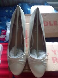 Ivory wedding shoes by shoe tailor