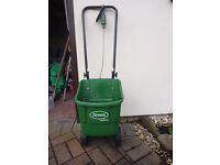Scotts Easygreen Seed Spreader. In Excellent Condition, hardly used.