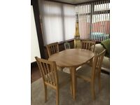 Thorn bury Dining Table and 4 slatted chairs with cream seat