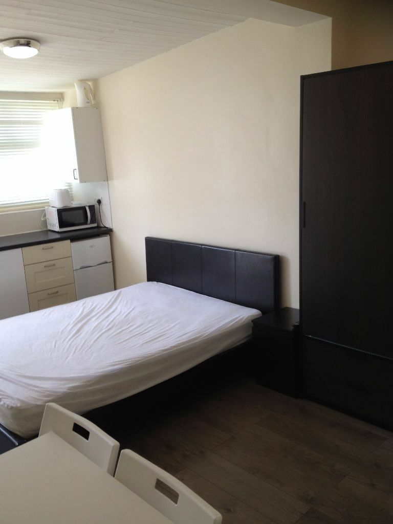 MODERN STUDIO TO RENT IN ILFORD FOR £800 WITH ALL BILLS INCLUDED! FREE WIFI AND SKY!