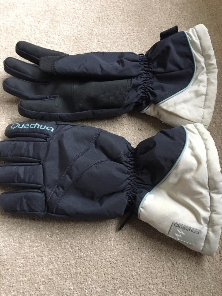Quechua ski glovesin Crawley, West SussexGumtree - Quechua ladies ski gloves in excellent condition.. only worn once.. can be collected from Turners Hill area