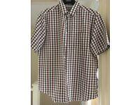 Mens short sleeve shirt, size medium