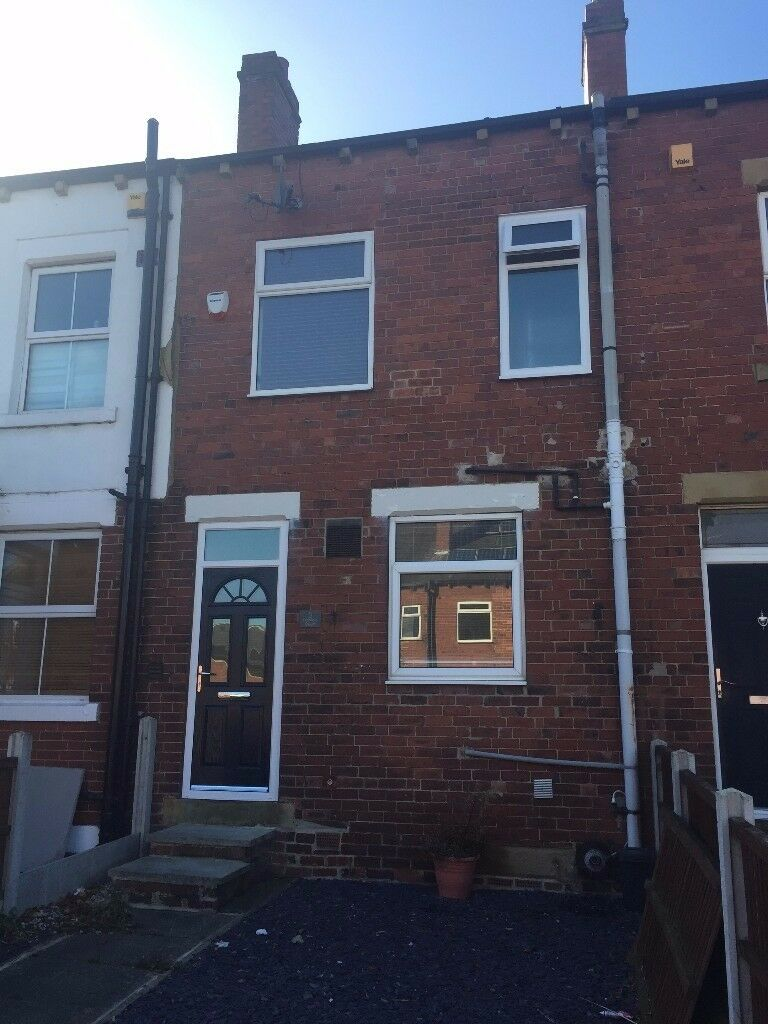 Modern three bedroom house with garden & parking, ideal for families or professional sharers.