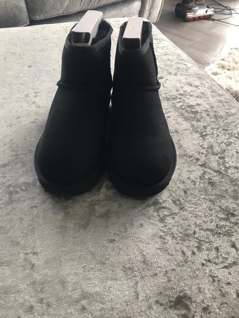 27f0a061610 Ladies ugg boots, mini classic size 5 - genuine ugg's   in Clacton-on ...