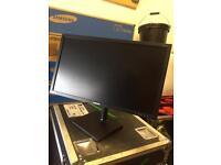 "5x 27"" Samsung Monitors 1920x1080 with DVI, VGA and DP input"