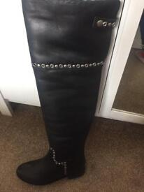 Black boots size 4 new