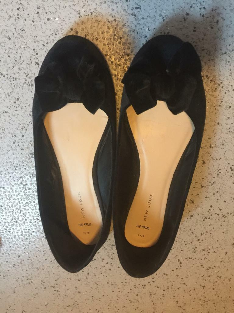 TV CD INTREST LADIES USED SHOES BLACK FLAT WTH BOW SIZE 8 EXTRA WIDE &ESSEX WHITE STILETTO SIZE 8