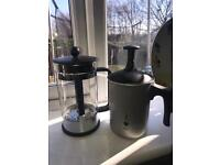 Coffee equipment ( cafetière & frother)