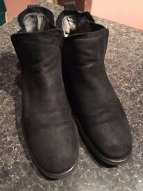 BOOTS JULIUS MARLOW WAS £230 AS NEW ONLY £29!!!SIZE 7.5-9 UK