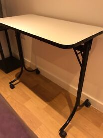 Foldable manicure table