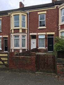3 Bed Upper Flat on Popular Pedestrianised Street in Whitley Bay