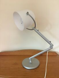 I am selling a desk lamp, almost new, in perfect condition